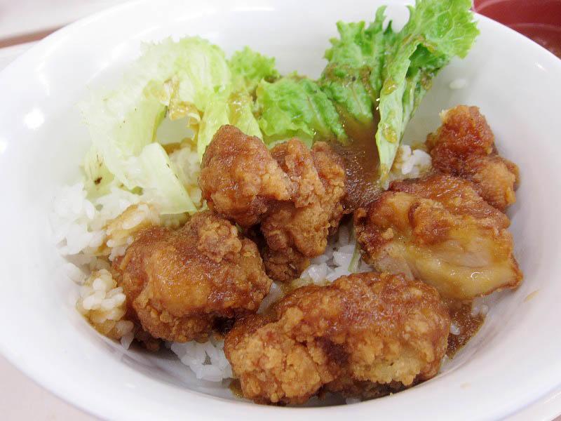 熊谷市原島くまぴあ内部「食堂 らん」の鶏のカラ揚おろし丼