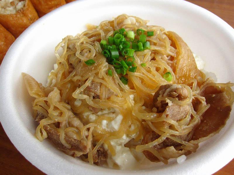 日高市楡木「豆腐厨房」の肉とうふ御飯ときな粉黒蜜ソフトクリームと稲荷寿司など