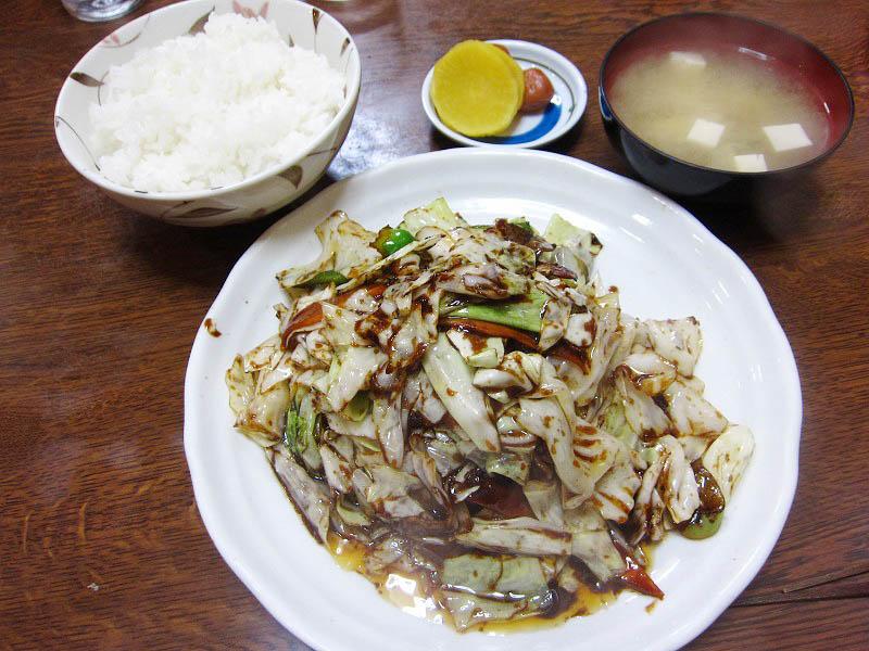 深谷市(旧岡部)岡「丸新」のキャベツ肉味噌炒め定食とミソラーメン