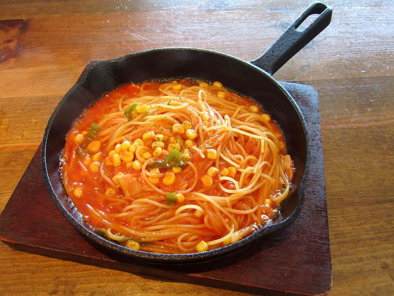 熊谷市小島「ナポリの食卓」の鉄板焼きナポリタン(シンプルナポリ)