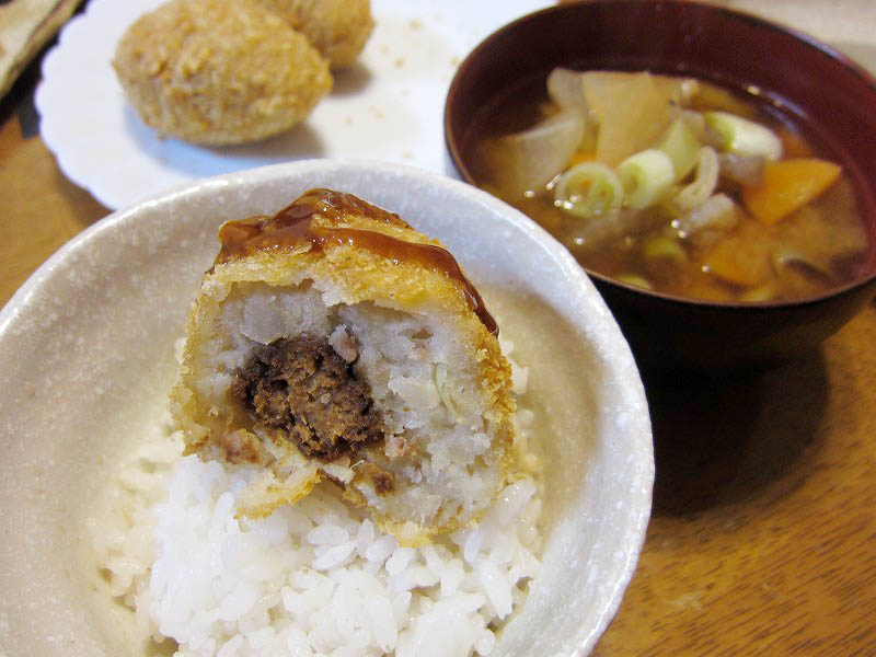 熊谷市鎌倉町「西京屋」のラガーコロッチとコロッケとメンチかつとハンペンフライ