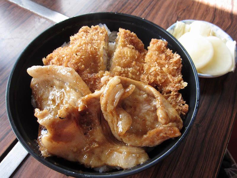 寄居町桜沢「洋食 つばき」の合盛り丼と洋食屋のナポリタン