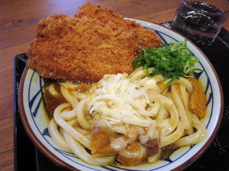 熊谷市銀座4丁目「丸亀製麺 熊谷店」のWカツカレーうどん(大盛り+チーズ+ご飯)