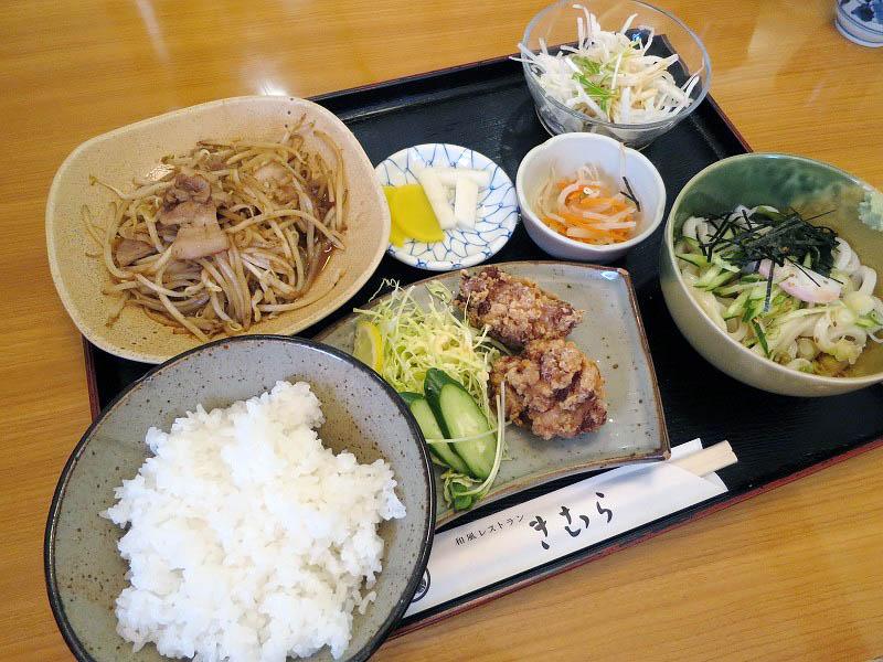 深谷市原郷「和食レストランきむら」の本日の日替わり定食(豚バラ肉の生姜焼きと若鶏のからあげ)