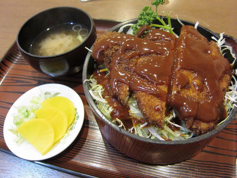 行田市行田「レストラン ミヨシ」のソースカツ丼