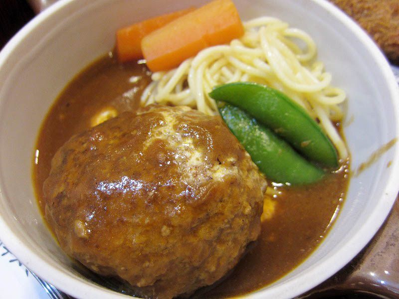 行田市行田「レストラン ミヨシ」の今週のランチ(煮込みハンバーグ&ハムカツ)