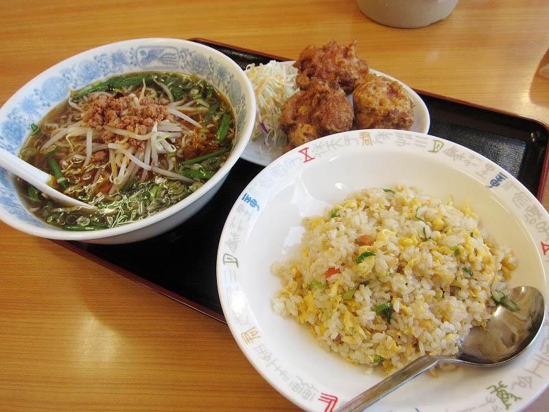 熊谷市拾六間「菜香館」の唐揚げセット