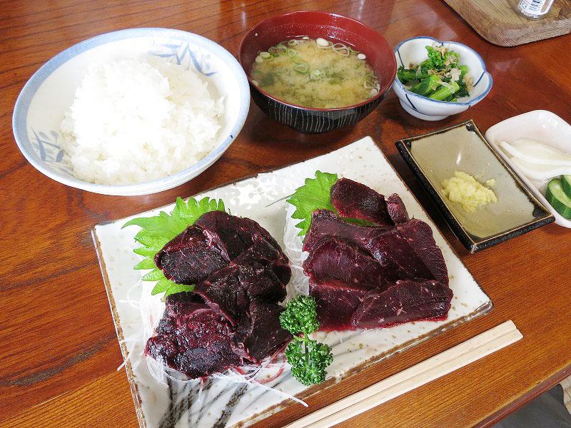 南房総市和田町和田「魚」のツチクジラ・ミンククジラ刺身定食