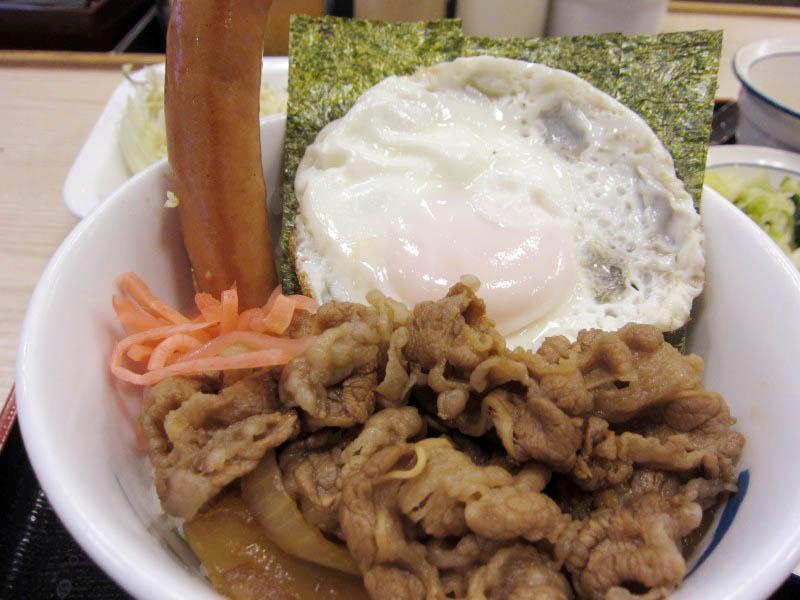 熊谷市肥塚「松屋 熊谷バイパス店」のソーセージエッグ定食→ソーセージエッグカルビ牛丼