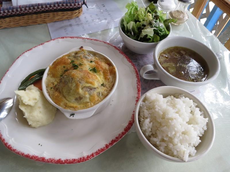 長野県松本市筑摩2丁目「花・ふらんす食堂 やまもと」の豆乳クリームソースの煮込みハンバーグ