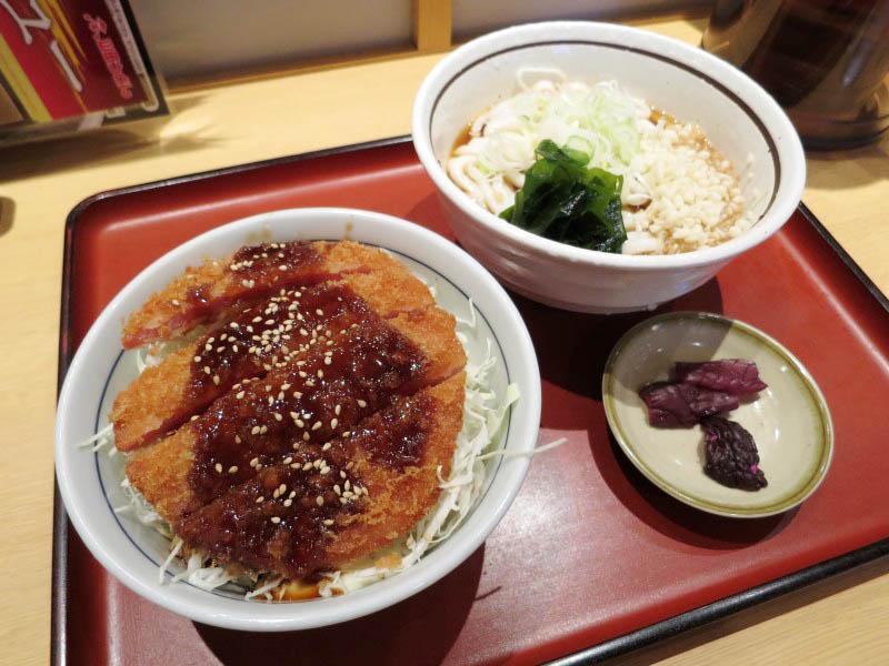 熊谷市原島「山田うどん 熊谷407号バイパス店」のソースハムカツ丼セット