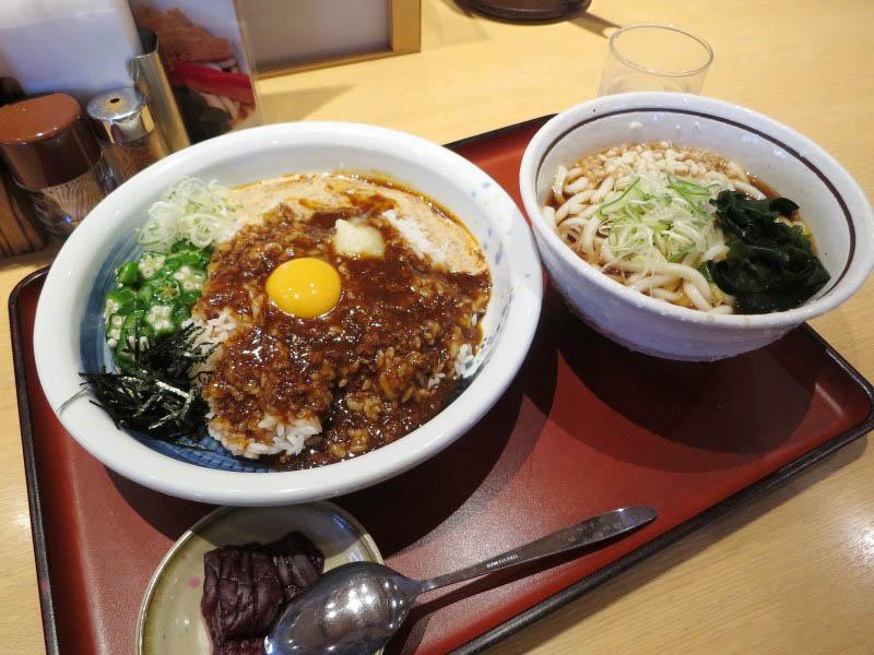熊谷市原島「山田うどん 熊谷407号バイパス店」の担々風まぜ飯セット