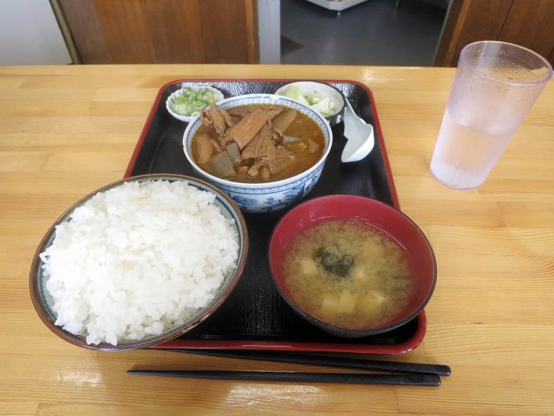 渋川市上白井「永井食堂」のモツ煮定食(大)