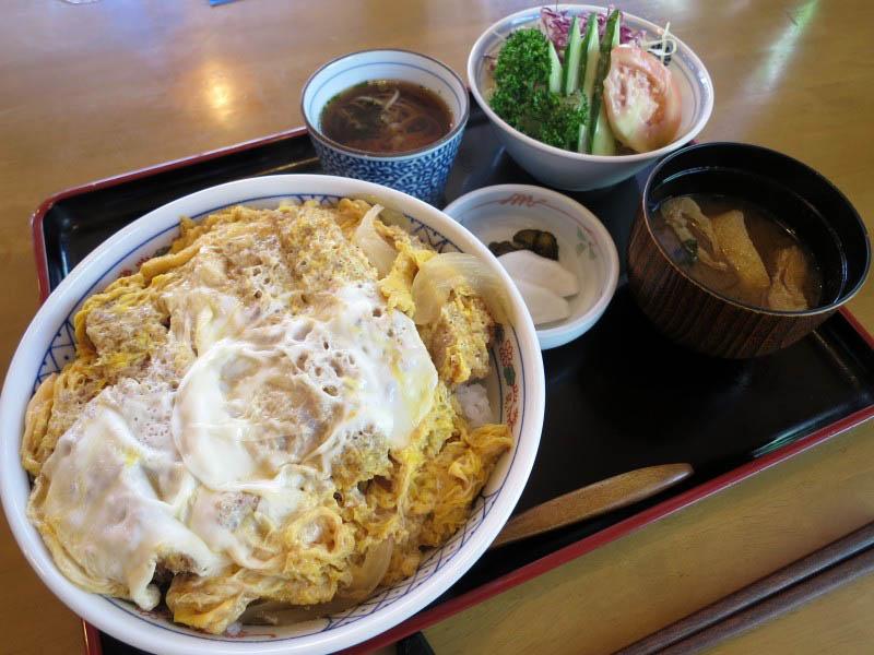 行田市佐間2丁目「えびな」の特かつ丼(ミニそば付き)