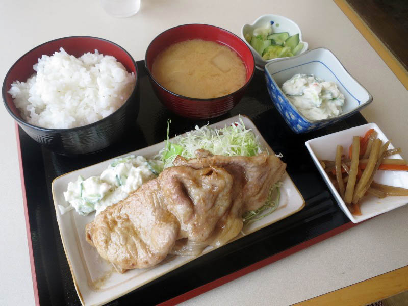 深谷市黒田「風の子」の生姜焼き定食(ポテトサラダ追加)