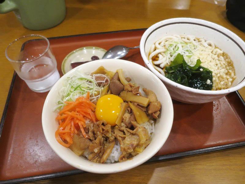 熊谷市三ケ尻「山田うどん 熊谷140号バイパス店」のスタミナパンチ丼セット