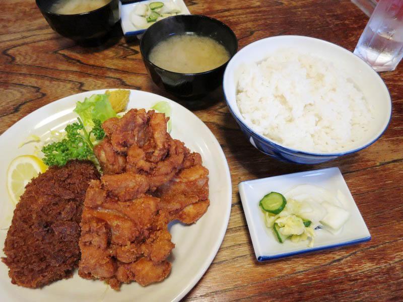 熊谷市拾六間「あらい食堂」のメンチ+カラアゲ定食