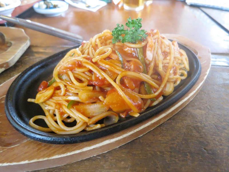 館林市高根町「和風レストラン 次郎」のナポリタンとマカロニグラタンと牛焼肉定食