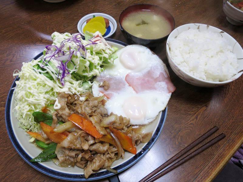 深谷市岡「丸新」の生姜焼ハムエッグセットと五目ソバ