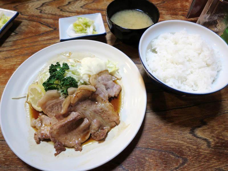熊谷市拾六間「あらい食堂」の焼肉定食と半かつどん・半みそラーメン
