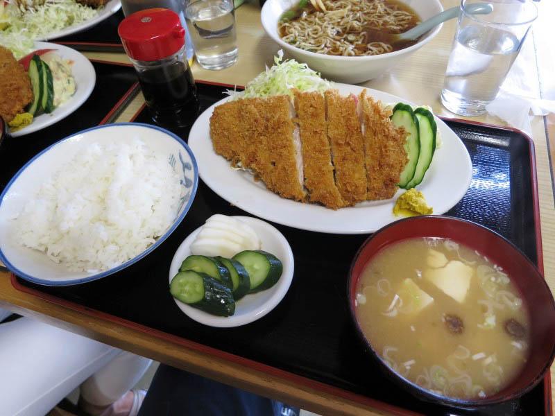 熊谷市新堀「成田屋」の並とんかつ定食とラーメンと上とんかつ定食