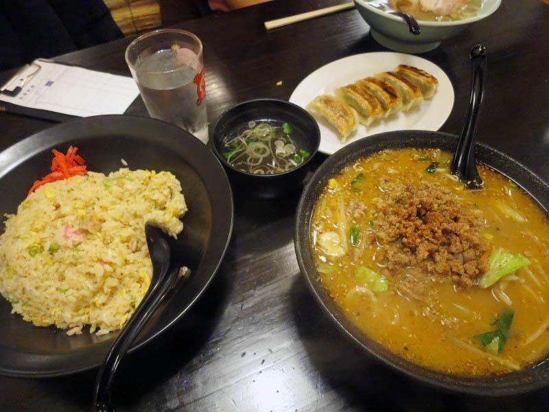 本庄市本庄4丁目「髙橋」の特製みそらーめんと炒飯と餃子