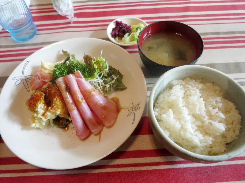 熊谷市妻沼「よか楼 本店」のロースハムサラダ定食とメンチカツとアジフライとらあめん