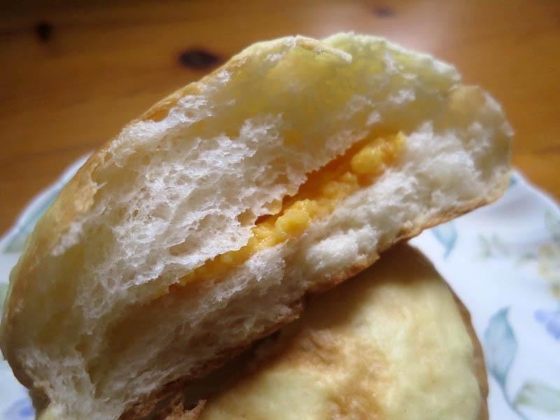 行田市門井1丁目BigHouse内「ボンズ」のクリーム入りメロンパン他パンいろいろ