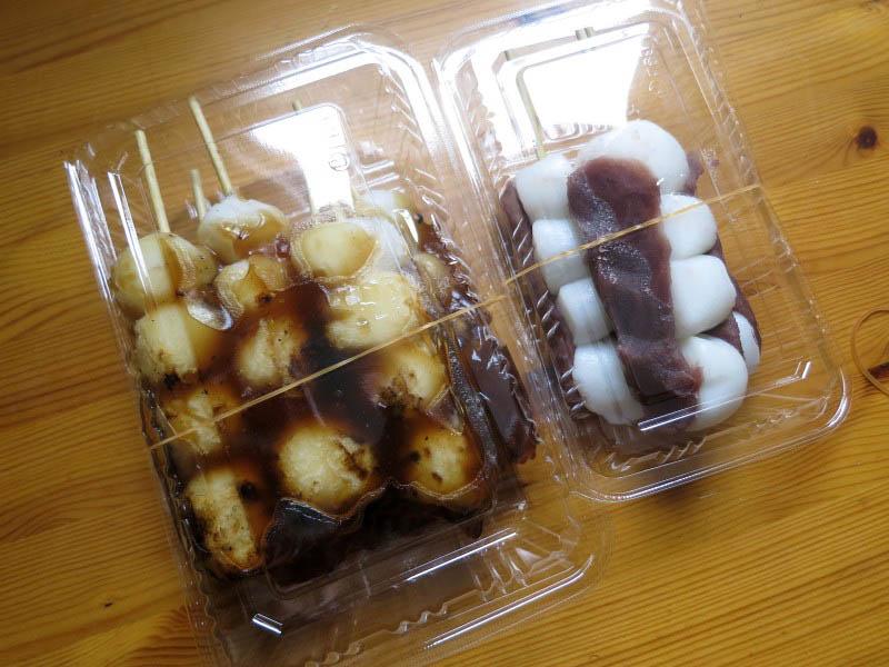 行田市持田「中里屋だんご店」のだんご(みたらし&あんこ)