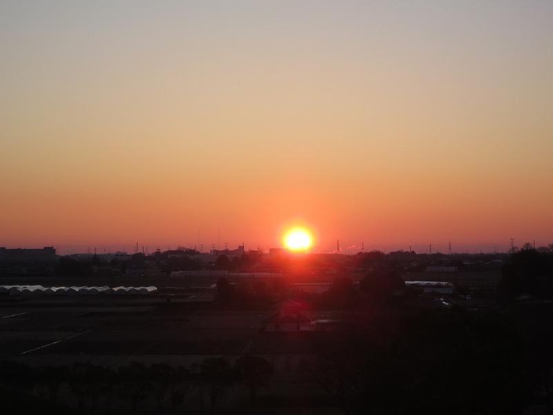 埼玉県行田市「さきたま古墳群」で2016年の初日の出