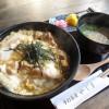 熊谷市小島「手打蕎麦 やじま」のあぶり親子丼(期間限定)