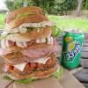 熊谷市籠原南8丁目「コルプフェルト」の超弩級サンドイッチ『アプリルシェルツ』