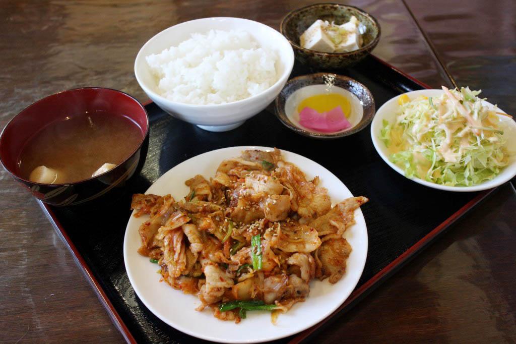 熊谷市三ケ尻「竹(キッチンばんぶぅ)」の豚キムチ定食ととり唐揚定食